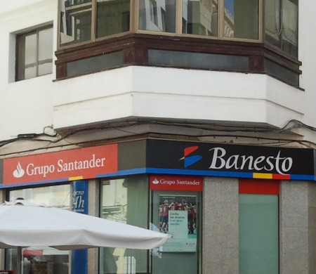 Santander group updated the new corporate identity of the for Banesto oficinas